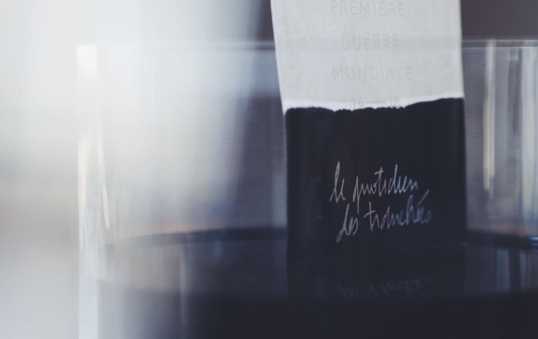 alexia roux, alexia, roux, alexiaroux, rouxrouxroux, graphiste, designer graphique, graphisme, édition, graphic design, graphic designer, béziers, montpellier, toulouse, dsaa, diplôme supérieur des arts appliqués, diplôme, lycée des arènes, olympiades des métiers, worldskills, focus, focus magazine, majestic, identité, identity, logo, mémoire, design graphique hyperosmique, odeur, odeur et graphisme, vernis sélectif sérigraphie, guerre, empreinte,